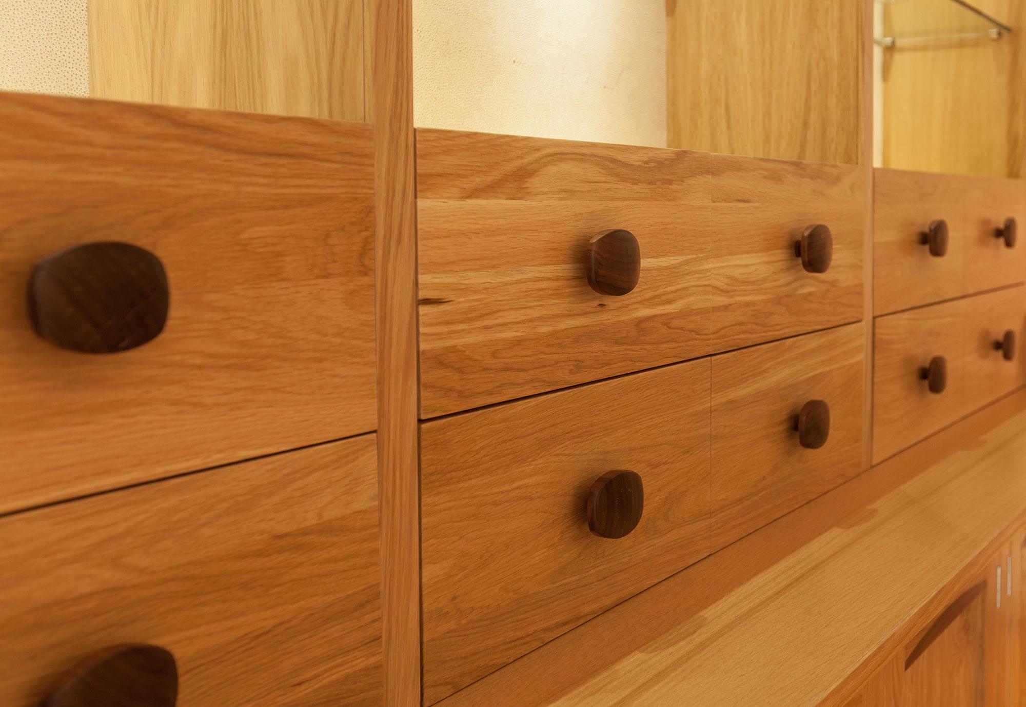 Pippy oak dresser